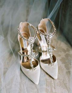 Schuhe: Badgley Mischka - www. Verlobungsring: Henri Daussi - he . Converse Wedding Shoes, Wedding Heels, Bride Shoes, Unique Wedding Shoes, Designer Wedding Shoes, Boho Heels, Badgley Mischka Shoes Wedding, Ring Verlobung, Manolo Blahnik