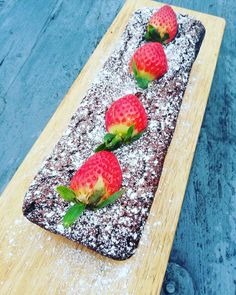 Recipe Boards, Frisk, Dessert Recipes, Desserts, Butcher Block Cutting Board, Food And Drink, Strawberry, Sweets, Cookies