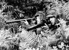WW2 Sniper Pictures - British sniper with the Lee-Enfield and spotter