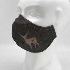 """Design Mund-Nasen-Schutz """"Erzherzog Johann"""" im Trachtenlook von Stylemask. 100% handmade in Austria. Beauty, Design, Hand Sewn, Masks, Beauty Illustration"""