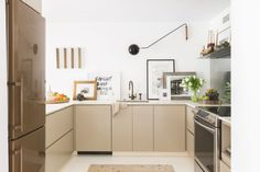 A simple but luxurious kitchen, with no upper cabinets (behind every cabinet face there are two or three drawers).