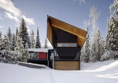 Bold Linear Shapes Form this Canadian Ski-In Lodge