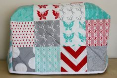 Sew Delicious: Quilted Sewing Machine Cover - Tutorial Made with fat quarters