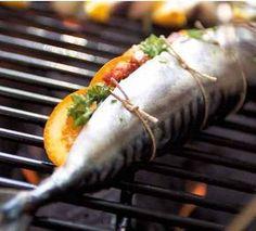 Gevulde makreel van de bbq, lekker op een zomerse dag deze gevulde makreel van de bbq. Verfrissend met sinaasappel en pijnboompitten, laat je verrassen!