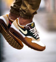 The post appeared first on beste Schuhe.- The post appeared first on beste Schuhe. The post appeared first on beste Schuhe. Sneaker Outfits, Nike Outfits, Sneakers Mode, Sneakers Fashion, Fashion Shoes, Cheap Fashion, Fashion Men, Stylish Shoes For Men, Casual Shoes