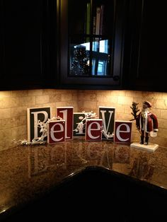 Easy And Inexpensive Kitchen Decoration Ideas For Christmas 32