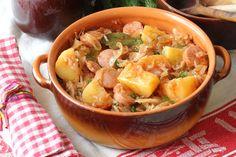 כרוב לבן זה לא רק לסלט: אסנת לסטר מוכיחה שאפשר להכין אתו גם תבשילים מצוינים: עם תפוחי אדמה, עגבניות ונקניקיות, או עם אטריות דקות