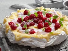 Baka i mikro - Recept Meringue Desserts, Meringue Cake, Köstliche Desserts, Delicious Desserts, Dessert Recipes, Dessert Names, Sweet Pastries, Swedish Recipes, Cakes And More