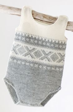 Søkeresultater for « Knitted Baby Outfits, Knitted Romper, Baby Boy Outfits, Kids Outfits, Winter Outfits, Baby Girl Frocks, Frocks For Girls, Knitting For Kids, Baby Knitting Patterns