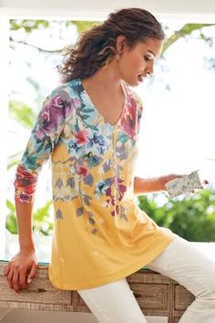 With a nod to rich watercolors, this soft, sweater-knit tunic captures the essence of summer gardens. A vivid, printed floral bouquet cascades around the shoulders and V-neck to barely touch the gently curved, high-low hemline. Winter Fashion Casual, Winter Outfits Women, Soft Surroundings Clothing, Fashion 2018, Fashion Outfits, Women's Fashion, Floral Fashion, Spring Fashion, Fashion Online