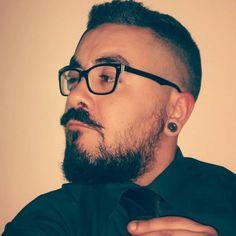 The Van Dyke beard is slowly coming back in 2019 but with several modern variations to make it look amazing. Van Dyke Beard, Goatee Beard, Cool Vans, My Eyes, Comebacks, Compliments, Beard Ideas, Hair Cuts, Hipsters