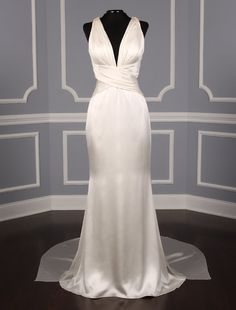 This 100% Authentic Romona Keveza RK5451 wedding dress is from the Luxe Collection! The gown is made from the most luxurious 100% silk charmeuse fabric. The gown is extremely elegant and beyond glamorous! The perfect gown for the bride that is looking for modern elegance! #romonakeveza