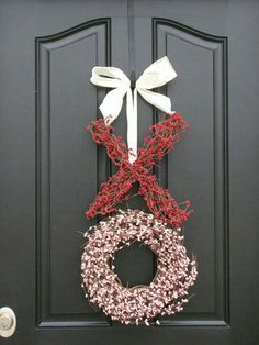 25 Valentines Day Wreaths (DIY Tutorials