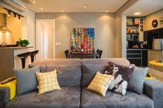 Em tons de amarelo e cinza. Veja: http://casadevalentina.com.br/projetos/detalhes/em-tons-de-cinza-e-amarelo-569 #decor #decoracao #interior #design #casa #home #house #idea #ideia #detalhes #details #modern #moderno #yellow #gray #amarelo #cinza #style #estilo #casadevalentina