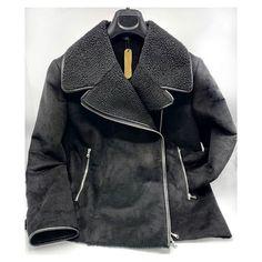 Giubbotto in pelliccia ecologica con inserti di ecopelle. Un capo perfetto per accompagnarti in queste festive e fredde giornate di capodanno. Misura 42/44  . . . #pellicciaecologica  #pezzounico #cevale Leather Jacket, Inspirational, Jackets, Fashion, Studded Leather Jacket, Down Jackets, Moda, La Mode, Leather Jackets