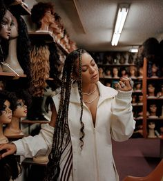 a wig of mine pays you. Pretty People, Beautiful People, Black Photography, Beautiful Black Girl, Black Girl Aesthetic, Beyonce Knowles, Queen B, Celebs, Celebrities