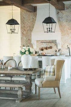 French Interior Design Ideas - Home Bunch Interior Design Ideas French Interior Design, Interior Design Kitchen, French Interiors, Classic Interior, French Decor, French Country Decorating, French Chateau Homes, Apartment Decoration, French Dining Chairs