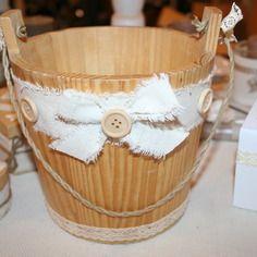 poubelle de salle de bain campagne ou chalet, avec sachet cartonné - pourrait se faire avec de la toile de jute, du raphia...