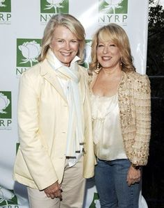 Candice Bergen and Bette Midler . Named my daughter after Candice Bergen. Female Actresses, Actors & Actresses, Candice Bergen, Bette Midler, Boucle Jacket, Famous Stars, Movie Photo, Celebs, Celebrities