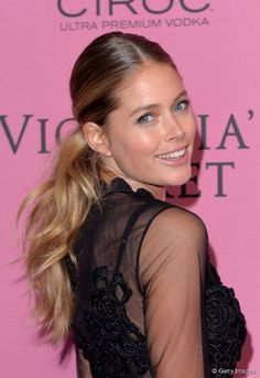 Make a Tousled Ponytail in 5 Easy Steps