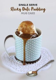 Single Serve Sticky Date Pudding Mug Cake - You can whip this amazing dessert up in minutes in the microwave! Single Serve Sticky Date Pudding Mug Cake - You can whip this amazing dessert up in minutes in the microwave! Single Serve Desserts, Single Serving Recipes, Ice Cream Desserts, Fun Desserts, Delicious Desserts, Dessert Recipes, Baking Recipes, Cake Recipes, Paleo Dessert