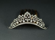 Elegant diadem with pearls, France, 19th century, width : 4 inch, height : 3 3/4 inch, depth : 1/2 inch, Elegant diadem hinged to a tortoiseshell comb. Arch motif underlined with brillants and pearls.