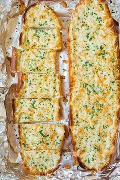 Garlic Cheesy Bread - It doesn't get much better then a warm slice of cheesy garlic bread straight from the oven. Perfect for dipping in marinara sauce or serving as a side to a Cheesy Garlic Bread, Garlic Cheese Bread, Garlic Bread In Oven, Homemade Garlic Bread, Italian Recipes, Russian Recipes, Food Videos, Love Food, Food To Make