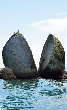 Manzana cortada en roca -Nueva Zelanda - Jhabich