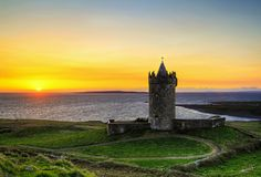 222860-doonagore_castle_at_susnset_Ireland-1000-1464644865