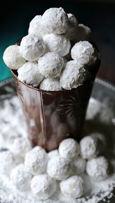 Quick and Super Easy Peanut Butter Snowballs Recipe for Christmas (christmas sweets easy) Köstliche Desserts, Delicious Desserts, Dessert Recipes, Quick Easy Desserts, Dessert Tray, Awesome Desserts, Homemade Desserts, Awesome Food, Holiday Baking