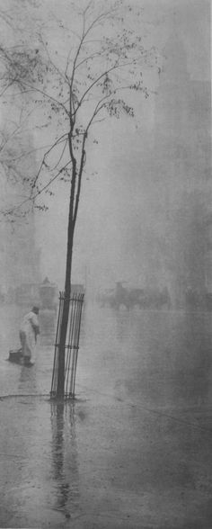 Alfred Stieglitz: Spring Showers – The Street Cleaner, 1900-1901