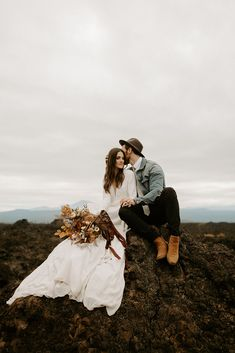 Bend Oregon Elopement styled shoot for Cultivate Workshop with Lindsay and Eric | Minimalist dress, autumn colored florals, bridal session, elopement | Photography by Dawn Charles
