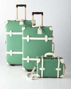 5 Vintage Inspired #Luggage Sets for the Modern Woman - Travel Bag Quest Cute Suitcases, Vintage Suitcases, Vintage Luggage, Vintage Bags, Vintage Travel, Cute Luggage, Best Luggage, Luggage Sets, Travel Luggage