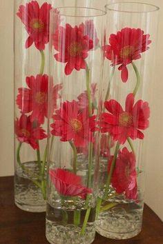 Gerberas con agua. Ideas para decorar la casa con gerberas. #Decoración #Gerberas #Inspiración