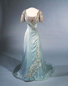 Evening Dress from Laferrière, Paris. Silk fabric, lace and embroidery, length 187 cm. Princess Maud of Wales (Maud Charlotte Mary Victoria; 26 November 1869 – 20 November 1938) was Queen of Norway as spouse of King Haakon VII.