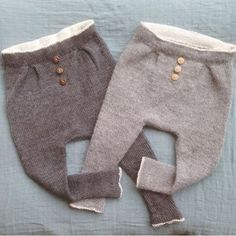 «Baggy vårbukser, her i huset omdøpt til baggy høstbukser ✌️ Knitting For Kids, Baby Knitting, Crochet Baby, Baby Boy Fashion, Kids Fashion, Cardigan Bebe, Baby Barn, Baby Pants, How To Purl Knit