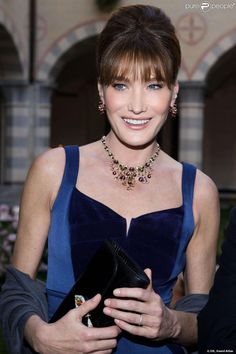 PHOTOS - Carla Bruni, sublime en Elie Saab, à la présentation de la collection…
