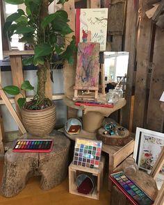 "IF:Inspiring foundations ✨ on Instagram: ""Imagine IF creativity took center stage  #creativity  #reggioemiliaapproach  #reggioemiliaeducation #eyfs  #atelier #studiokids…"" Reggio Classroom, Classroom Layout, Outdoor Classroom, Classroom Design, Classroom Displays, Creative Area Eyfs, Creative Art, Reggio Art Center, Art Area Eyfs"