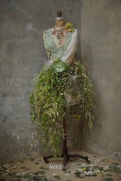 Flower manequin (ladies restroom)How cool to make for a vintage dress form Mannequin Christmas Tree, Dress Form Christmas Tree, Mannequin Art, Dress Form Mannequin, Deco Floral, Floral Design, Deco Nature, Floral Fashion, Dress Fashion