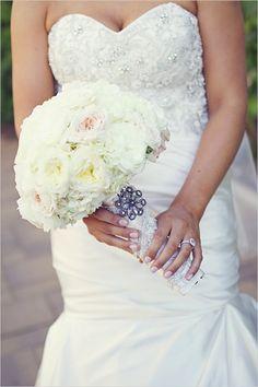 glam bouquet wrap | elegant style bouquet | all white bouquet | #weddingchicks