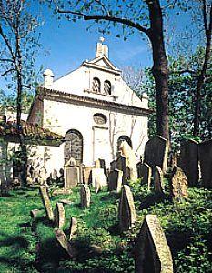 Klausen synagoge, bij joodse begraafplaats
