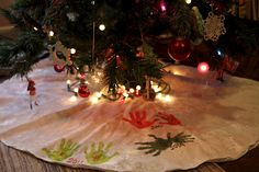 Handprint Tree Skirt - Every year put your kids hand prints on a plain tree skirt! Over the years it will be a FUN keepsake! Fun memories at Christmas time!  LOVE THIS!!!!