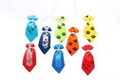 Gravata P Macho tamanho 4X8 ,com 30 unidades  Descrição gravata feito de cetim com linha de nylon, para amarrar fililho de cetim caixa com cores variadas.. R$ 22,50
