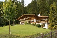 Traum Landhaus, Bezirk Kitzbühel Relaxing Places, Log Cabins, Cottages, Austria, Earthy, House Plans, Vacation, Mansions, Contemporary