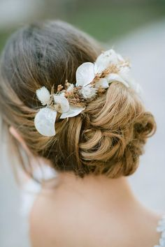 Mesmerizing bohemian styled shoot with pampas grass - Love4Weddings Long Hair Wedding Styles, Wedding Hair Flowers, Wedding Hair And Makeup, Flowers In Hair, Bridal Hair, Hair Makeup, Flower Hair, Dry Flowers, Flower Crowns