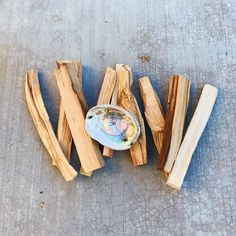 Learn about the magic of Palo Santo and the top 3 benefits for smudging yourself or your space with Palo Santo. & When burned, Palo Santo gives off a warming, nurturing scent with a hint of citrus& high vibe smudge skit Mindfulness Meditation, Guided Meditation, Smudge Sticks, Oracle Cards, Positive Attitude, Health And Wellness, Holistic Wellness, Smudging, Magic