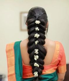 Hair style with saree for wedding party Saris, Saree Hairstyles, Latest Hairstyles, Deepika Padukone, Side Haircut, Lehenga, Oval Face Shapes, Different Hair Types, Fringe Fashion