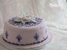 On m'a demandé de faire un gâteau reproduisant un que j'avais déjà fait donc je me suis inspiré du gâteau Lotus au henné (ici) en changeant les couleurs et quelques petits détails. Pour la base j'ai préparé un chocolate mud cake (vous trouverez ici la...