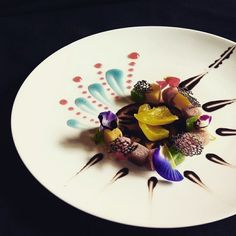 Creative Desserts, Creative Food, Food Plating Techniques, Michelin Star Food, Plate Presentation, Food Tech, Food Porn, Indonesian Food, Molecular Gastronomy