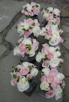 pink and white bridesmaid bouquets via floralartvt.com